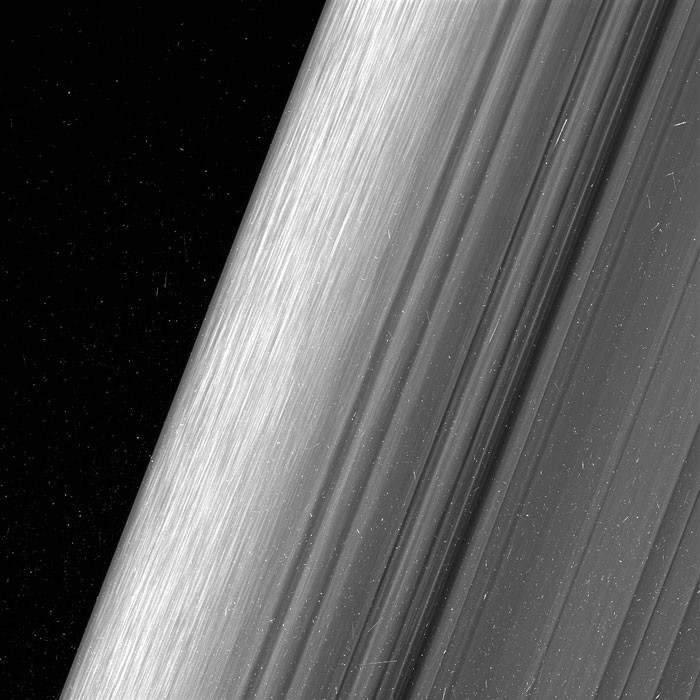 O ANEL B DE SATURNO (Foto: NASA/JPL-CALTECH/SPACE SCIENCE INSTITUTE)