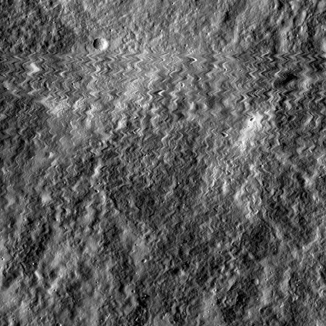 Imagem feita pela câmera da LRO mostra o momento do impacto
