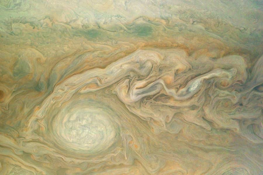 Novas imagens intrigantes de Júpiter feitas pela sonda espacial Juno