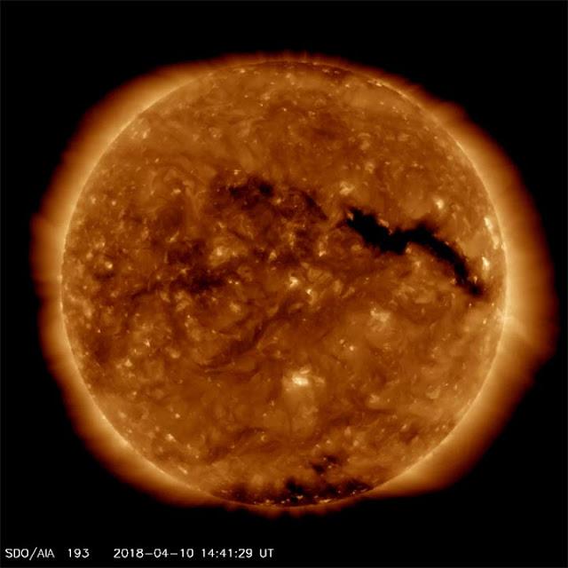 Buraco coronal registrado pelo Observatório Solar Dynamics em 10 de abril de 2018 - NASA