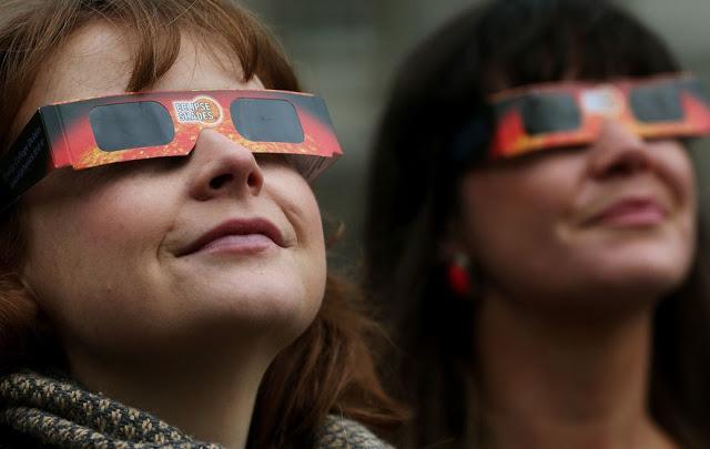 Como observar eclipse solar com proteção