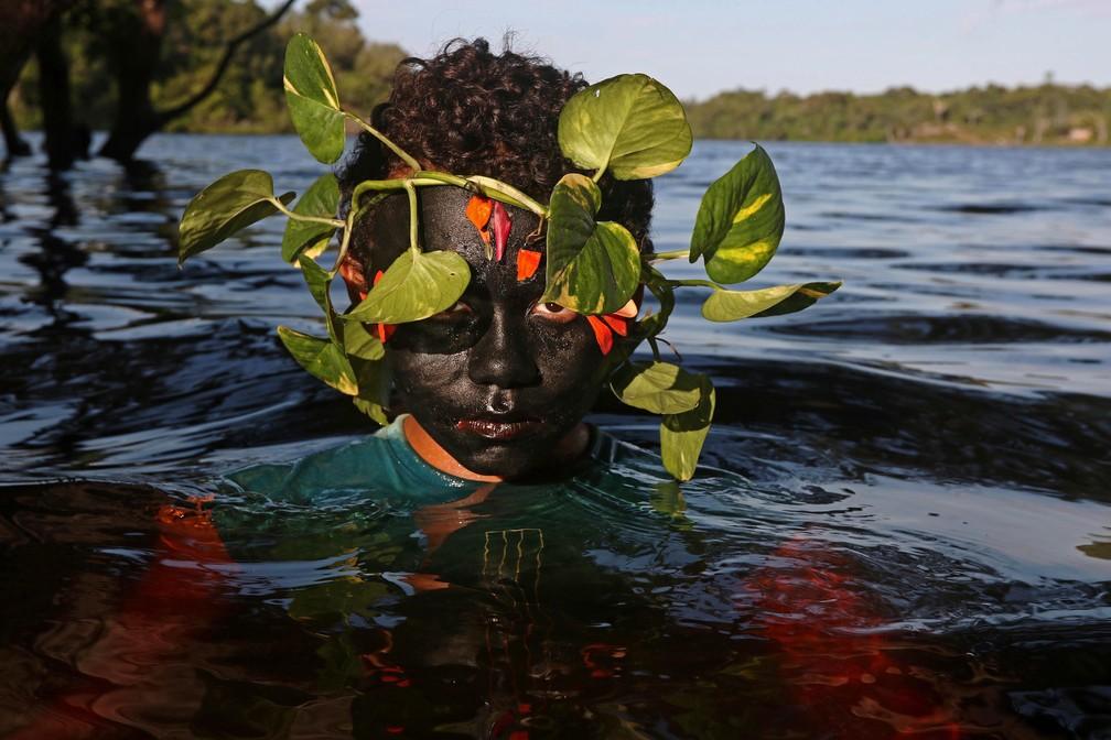 Uýra pede por mais proteção ao meio ambiente e questiona sociedade brasileira — Foto: Ricardo Oliveira/AFP